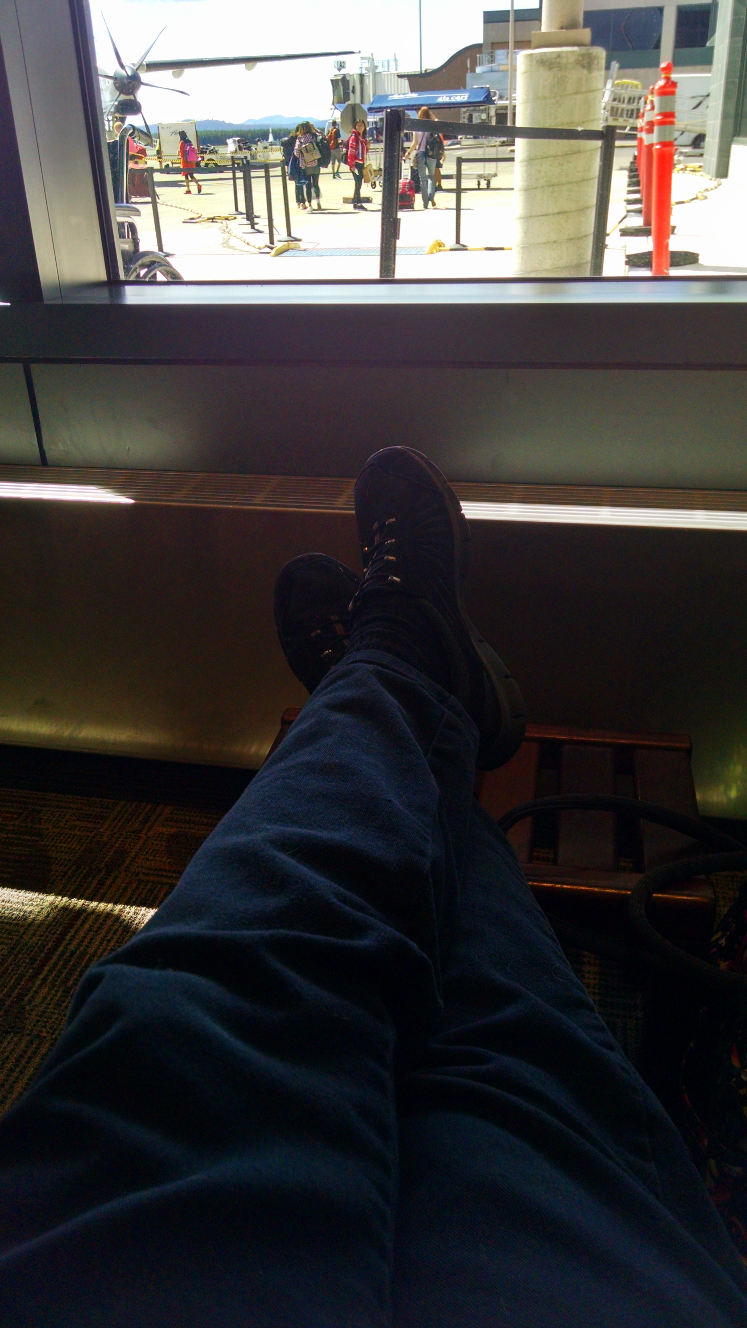 Feet_Eugene_airport[1]